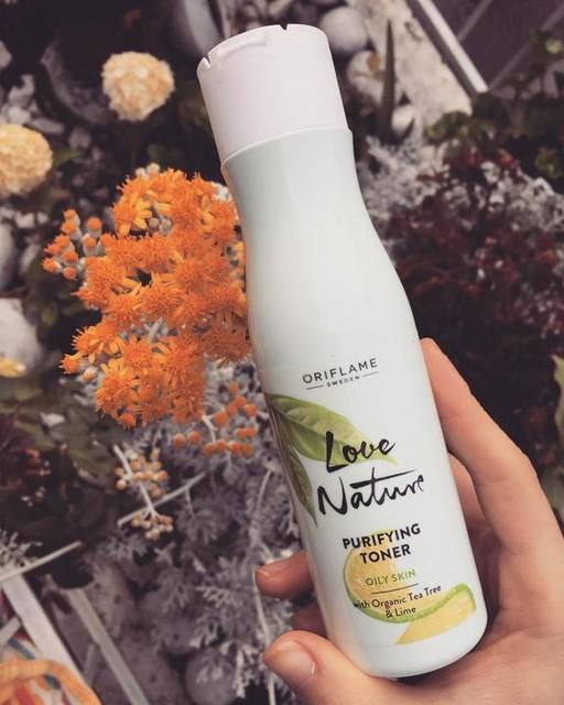 تونر پاکسازی کننده پوست چرب اوریفلیم حاوی عصاره درخت چای و لیمو