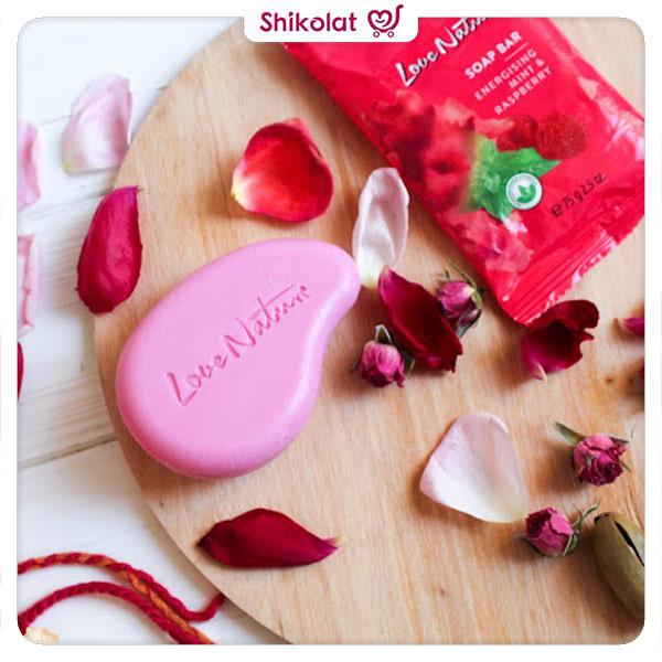 صابون لایه بردار لاونیچر اوریفلیم رایحه تمشک و نعناع وزن 75 گرم Love Nature Soap Bar Energising Mint & Raspberry Oriflame
