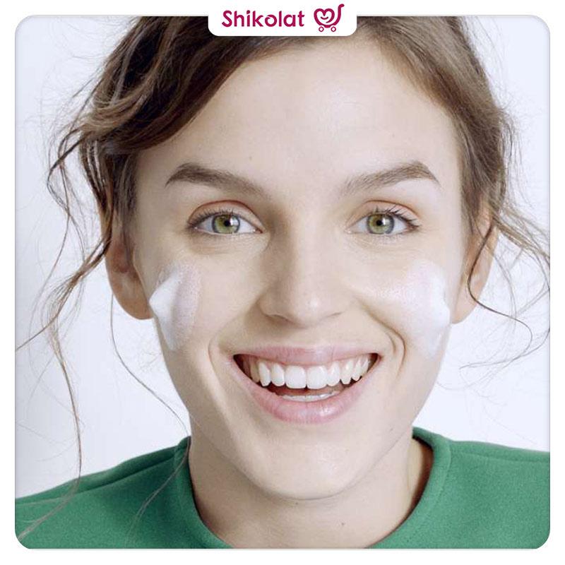 ژل شتسشو و آبرسان صورت سیمپل مدل پاکتی رنگ صورتی حجم 50 میل Simple Mini Pouch Moisturising Facial Wash